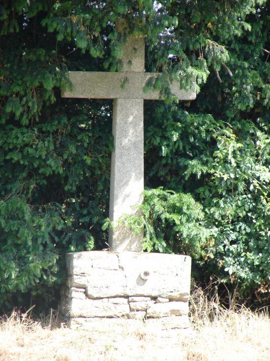 Croix en pierre (croisement rue du stade / route de Parthenay)