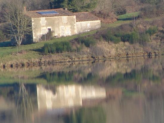 Maison au bord de l'eau (la Touche Poupard)
