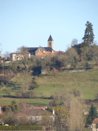 Vue du bourg depuis le chemin de la Rougerie