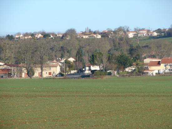 Vue d'Exireuil depuis la plaine de St Maixent