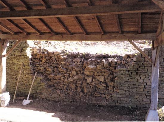 Mur en cours de restauration
